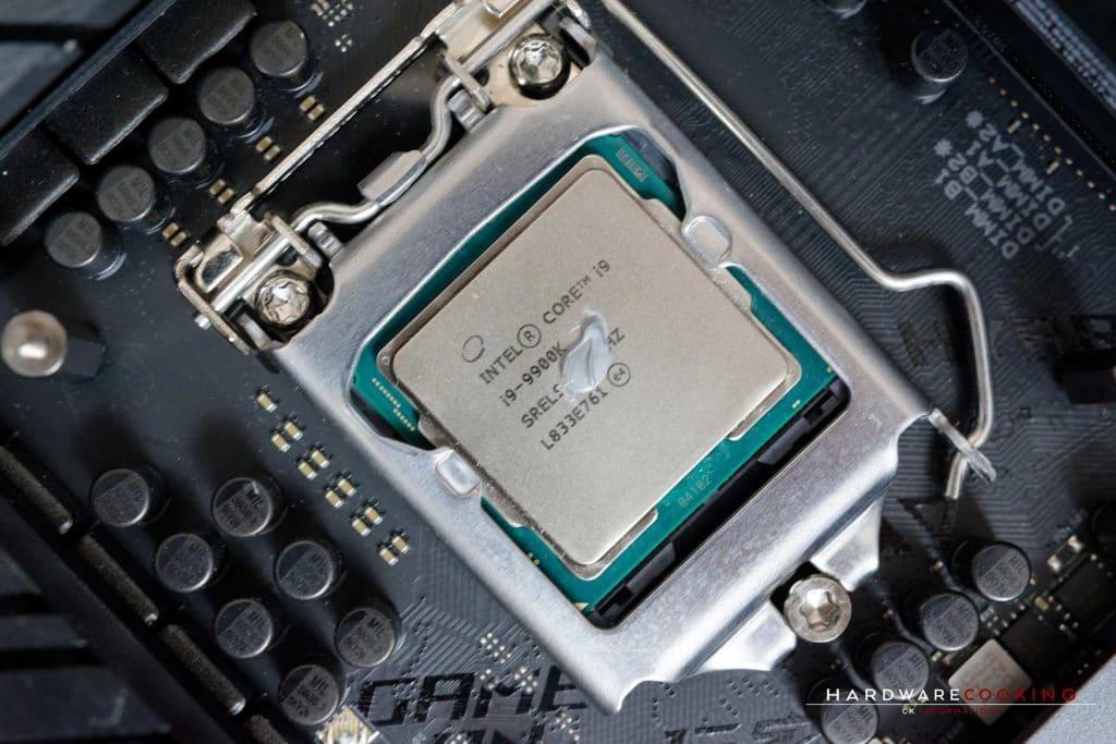 Noisette de pâte thermique sur processeur Intel