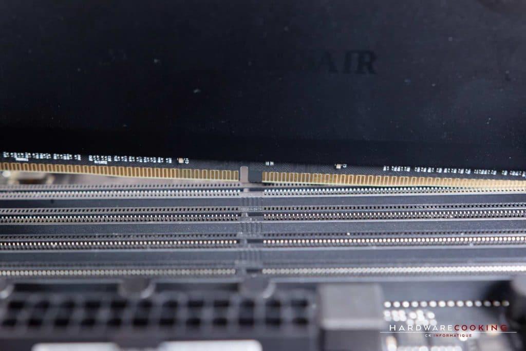 Installation de la RAM dans les slots DIMM