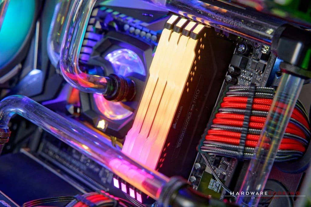 The HydriX MASTER avec mémoire Corsair Vengeance PRO RGB